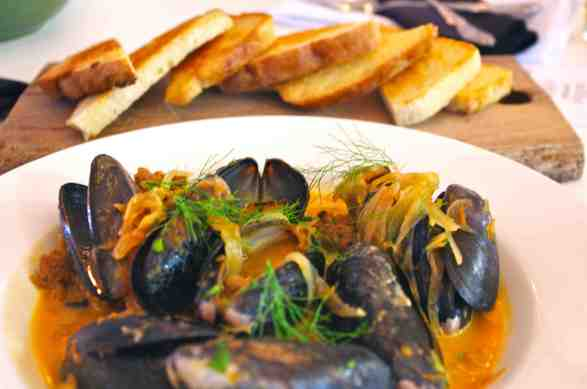 mussels with bread