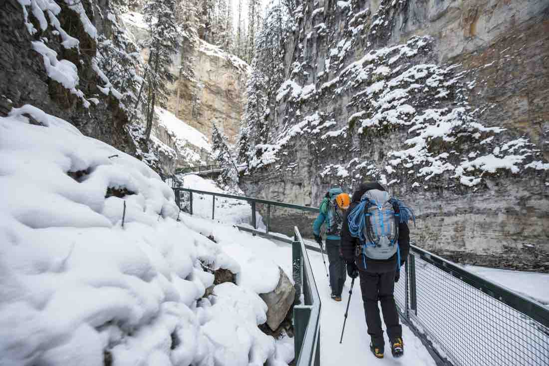 冰步行Johnston Canyon