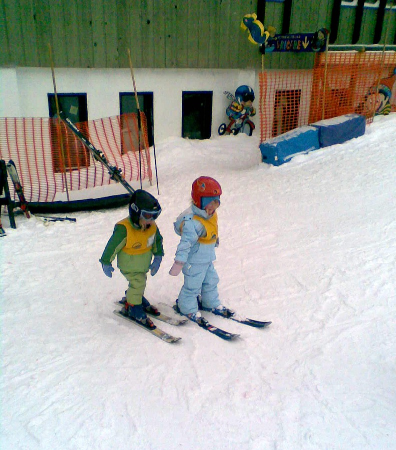 young children learning to ski
