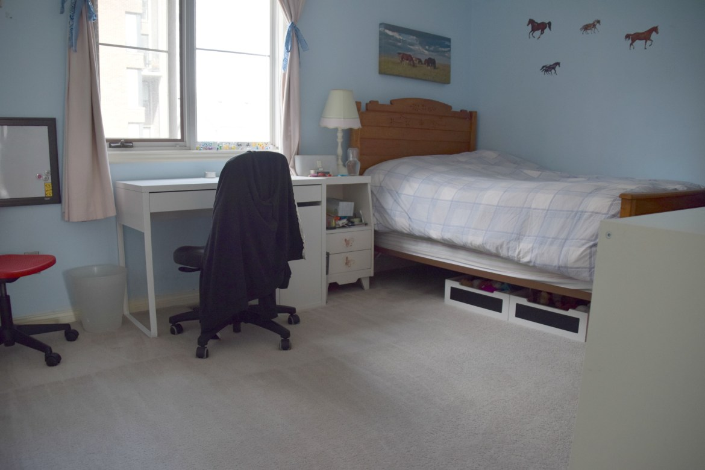 clean teen bedroom