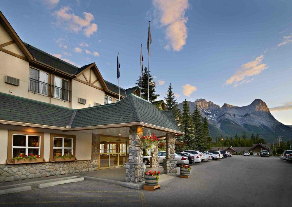 coast hotel canmore canada