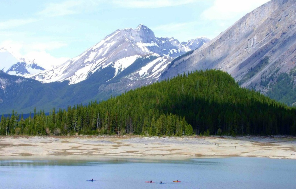 The best spots for kayaking in Calgary, Edmonton + Kananaskis