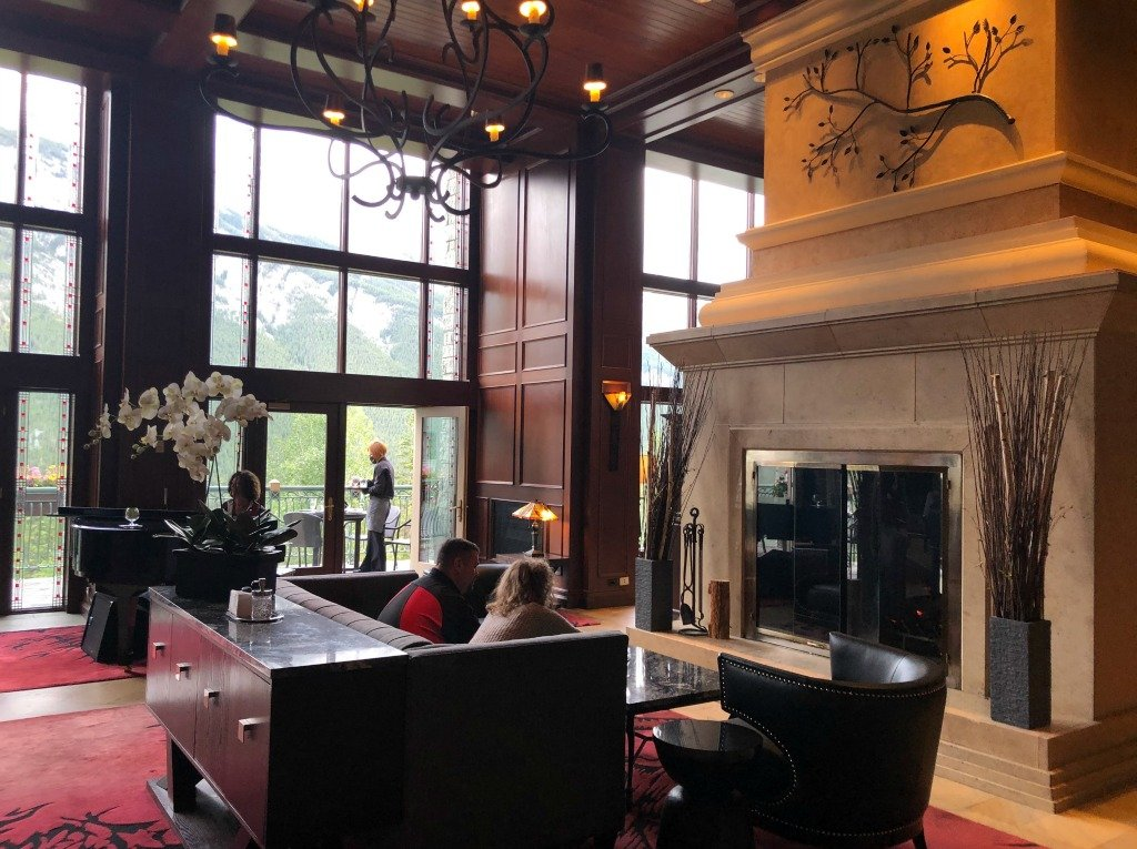 larkspur lounge rimrock hotel