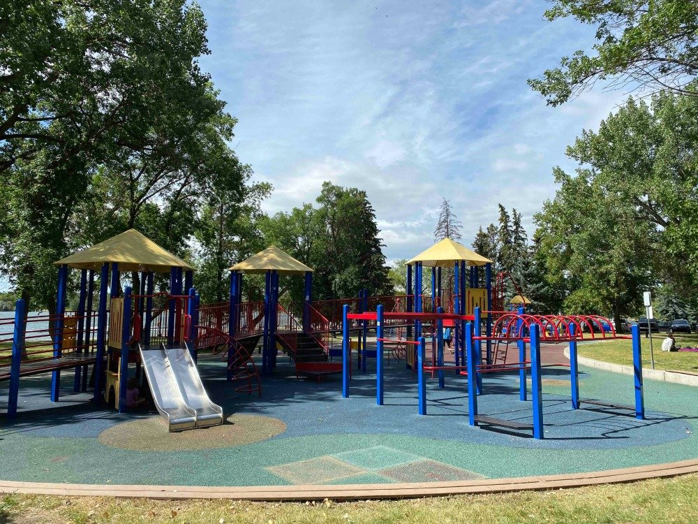 Henderson Lake playground lethbridge