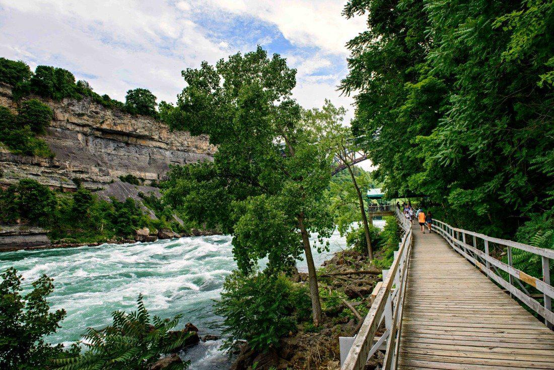 Niagara gorge walkway