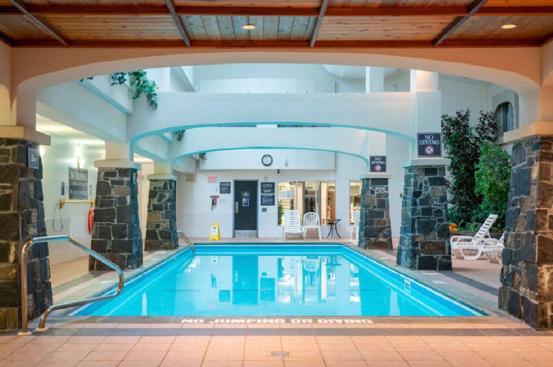 Rundlestone Lodge pool