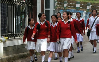 Meisjes in schooluniform, Darjeeling, West-Bengalen, India, 2009