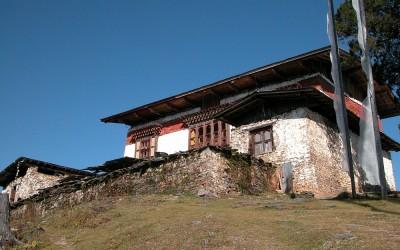 Bhutan, Dzong tijdens de trekking tussen Paro en Thimpu