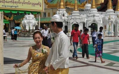 Myanmar, Yangon, bruidspaar bij Swedagon Pagode