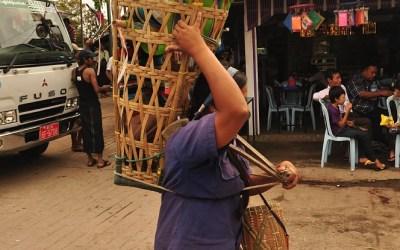 Myanmar, Kyaiktiyo, Gouden Rots, je hoeft niet altijd zelf te lopen