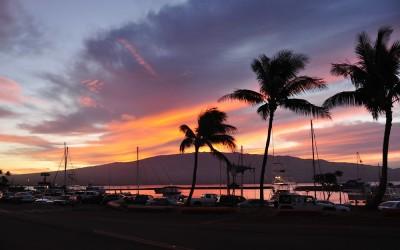 Zonsopkomst in de haven van maalaea, Maui, Hawaii, 2011