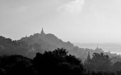 Myanmar, Uitzicht over de heuvels van Sagaing