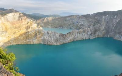 De gekleurde kratermeren van Gunung Kelimutu