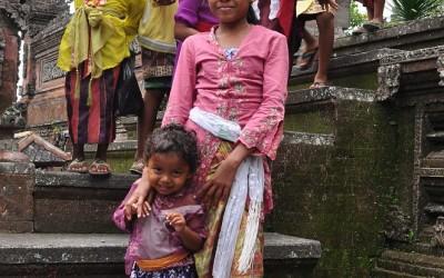 Feestgangers bij Besakih Tempel, Bali, Indonesië, 2012