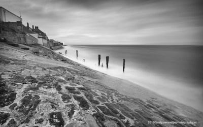 Dijk aan strand Sangatte, Opaalkust, Frankrijk, 4-5-2015