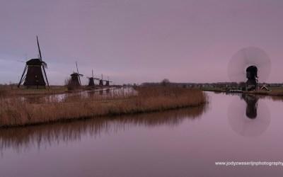 Een regenachtige zonsondergang, Kinderdijk, 13-12-2015