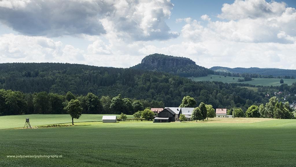 Uitzicht vanaf Lilienstein richting Königstein, Sächsische Schweiz, Duitsland, 7-6-2017