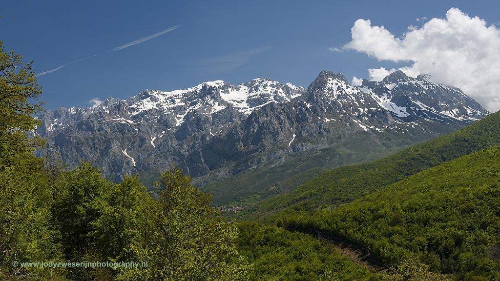 Uitzicht op de Picos vanaf irador de Piedrafitas, Picos de Europa, Spanje, 23-5-2018