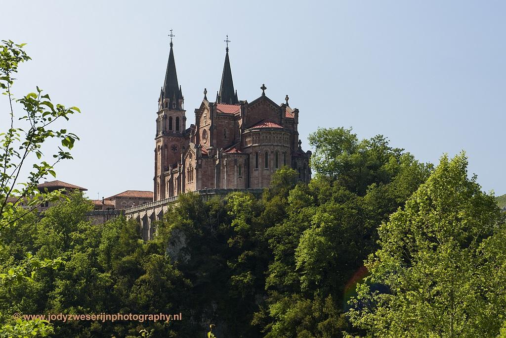 De basiliek van Santa Maria la Real de Covadonga, Picos de Europa, Spanje, 23-5-2018
