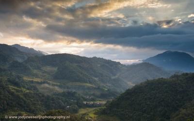 Zonsopkomst boven de rijstvelden van Banaue, Luzon, Filipijnen, 15-11-2017