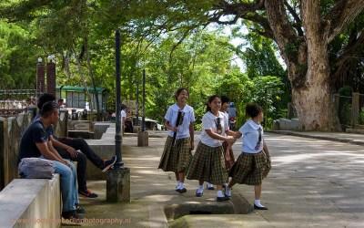 Schoolmeisjes, Lazi, Siquijor, Filipijnen, 22-11-2017
