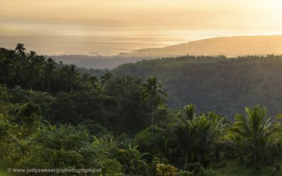 Zonsopkomst op de berghelling richting Balinsasayao Twin Lakes, Negros, 24-11-2017
