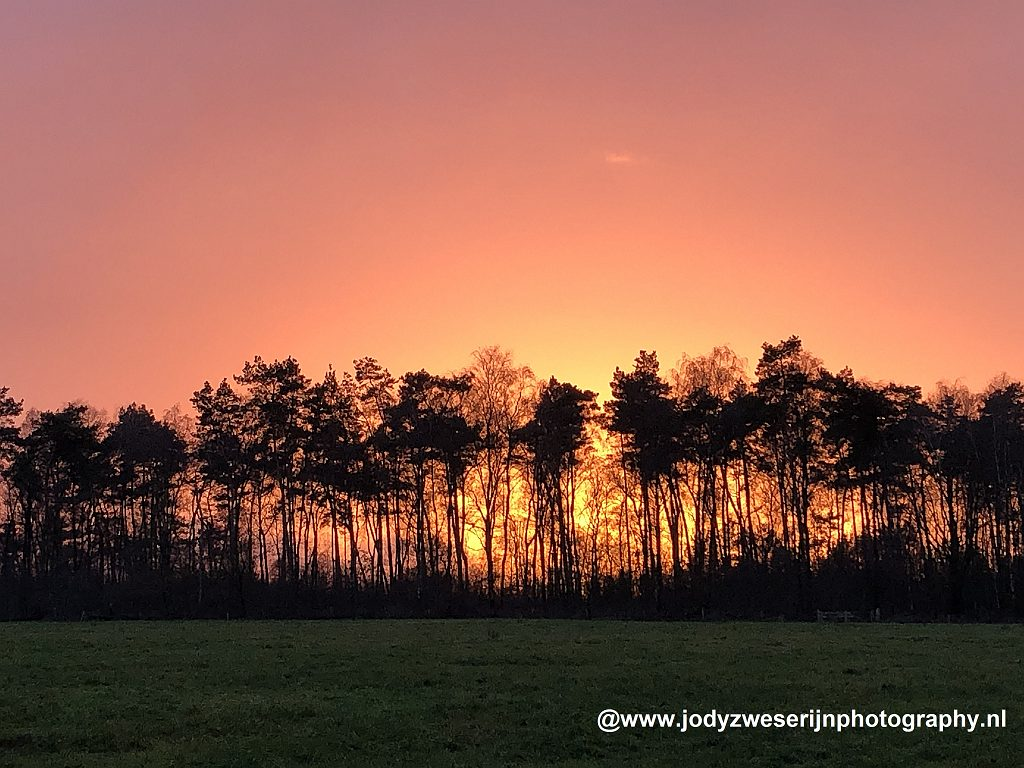 zonsondergang, Lunteren, december 2020