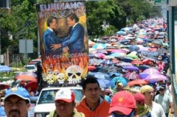 lo-maestros-lienzo-protesta Chilpancingo