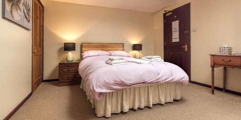 Bed & Breakfast Bedroom Norfolk Lurcher-1