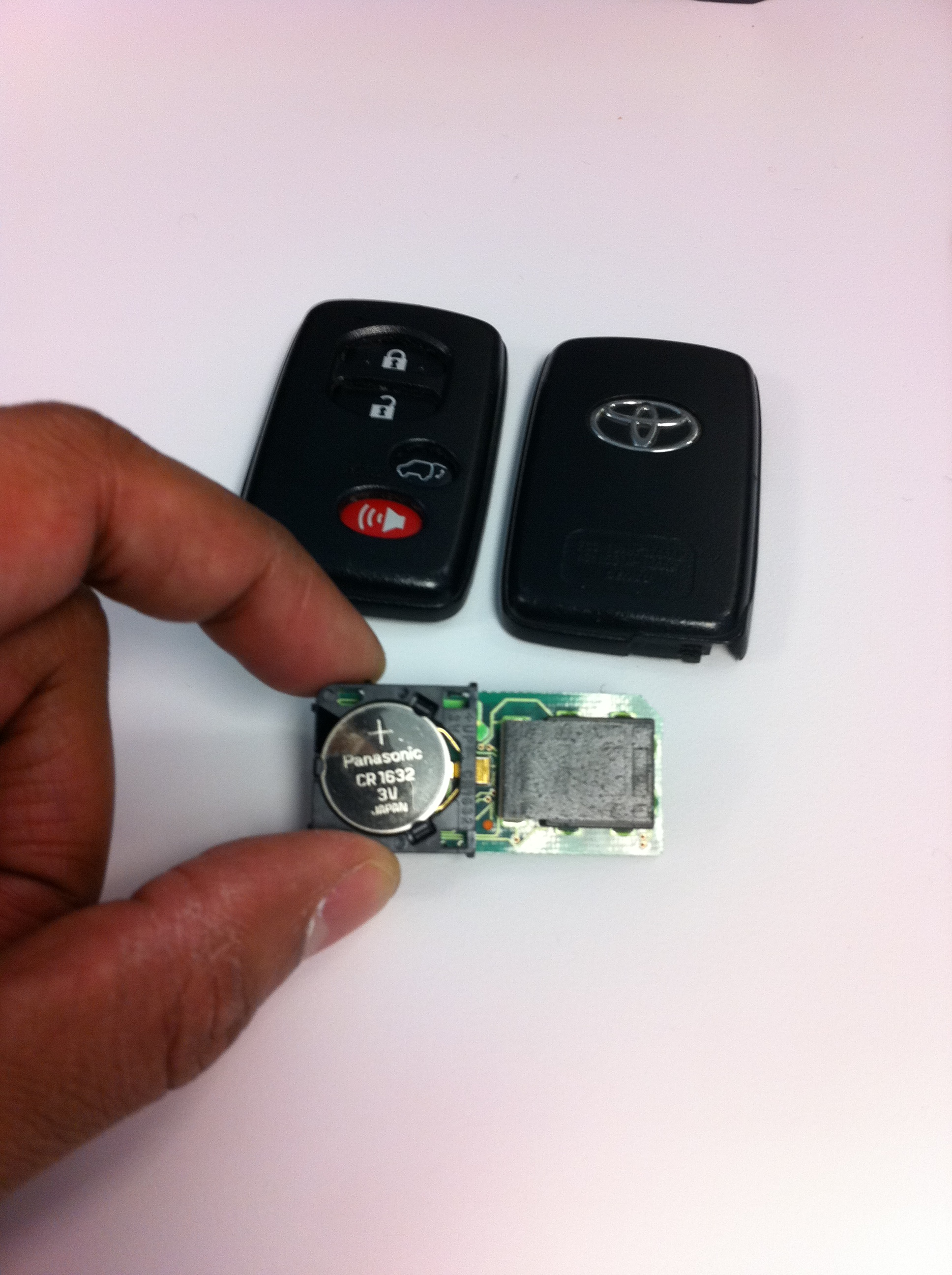 Key Fob Battery >> I Replaced The Battery In The Highlander S Key Fob Tales