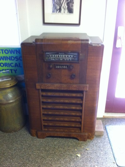 A 1940s/1950s-era radio donated to the museum.