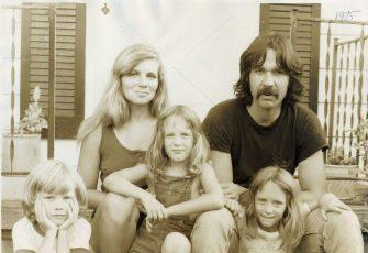 1975-family-on-love-st