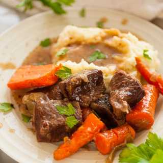 Braised beef short ribs, slow cooked in beef broth and Guinness until it is fall off the bone tender. | joeshealthymeals.com