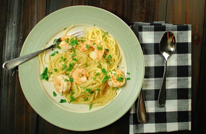 Garlic citrus shrimp with pasta. Try this tangy recipe next time you prepare shrimp. | joeshealthymeals.com