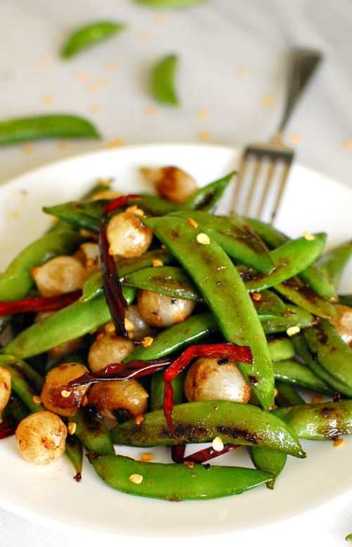 Seared snap peas with pearl onions. This is a really easy side dish to prepare and its tastes fantastic! | joeshealthymeals.com