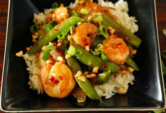 Extra spicy shrimp. This is a really fast recipe to make. It tastes better than a restaurant. Your mouth deserves this. | joeshealthymeals.com