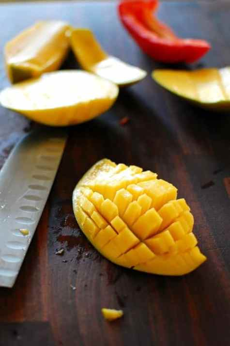 Dicing a mango. | joeshealthymeals.com