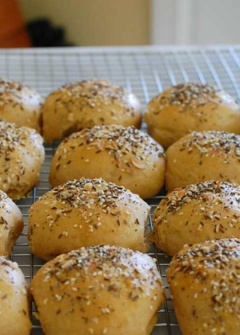 Rye sandwich rolls. On the cooling rack getting ready to be devoured! These taste fantastic. | joeshealthymeals.com