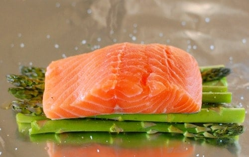 salmon on asparagus. | joeshealthymeals.com