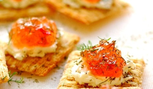 Pepper jelly appetizer. Super easy to make and so delicious to eat. Everyone loves these! | joeshealthymeals.com
