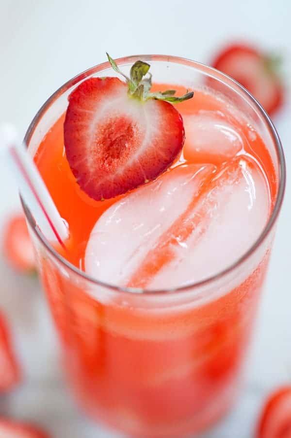 Strawberry lemonade. So refreshing on a hot summer day. | joeshealthymeals.com