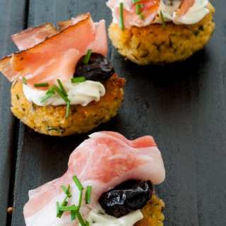 Couscous patties with smoked prosciutto.
