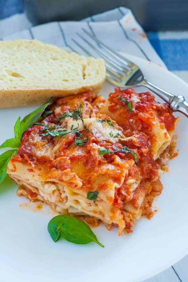 Meatless lasagna. Delicious version of an old recipe using cottage cheese rather than ricotta. Just like my mom would make. This is meatless with the umami kicked up with anchovies. | joeshealthymeals.com
