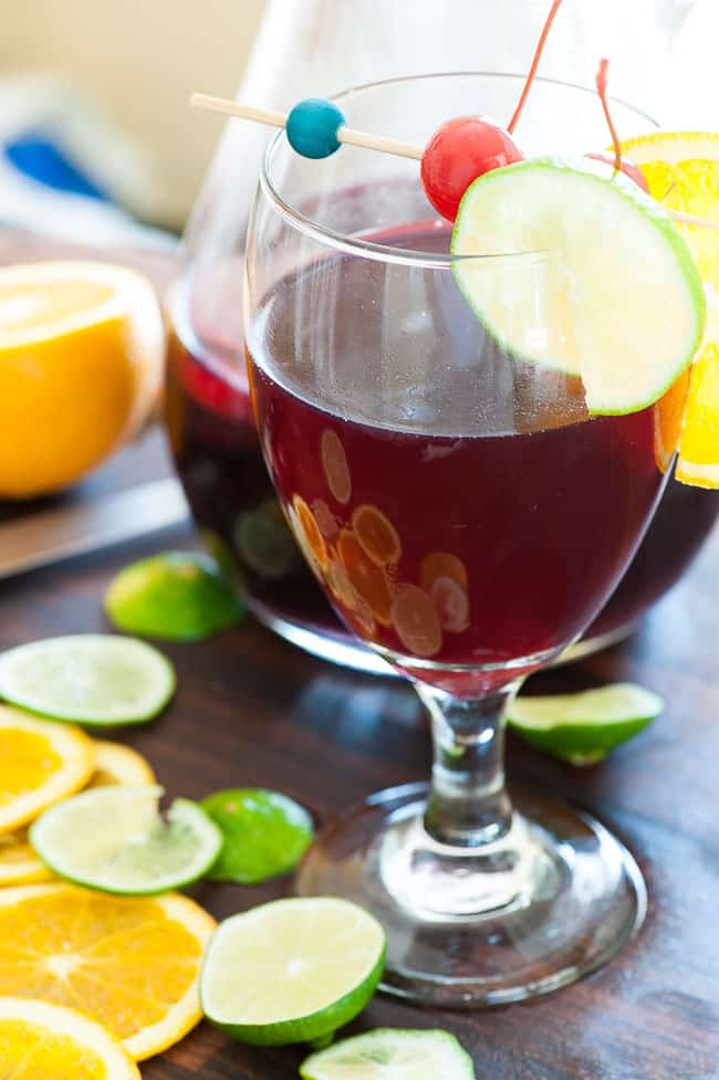 Simple sangria spritzer. Just the most refreshing summer drink there is.   joeshealthymeals.com