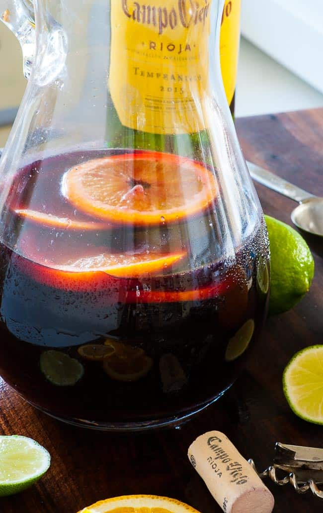 Summer sangria spritzer. Just the most refreshing summer drink there is. | joeshealthymeals.com