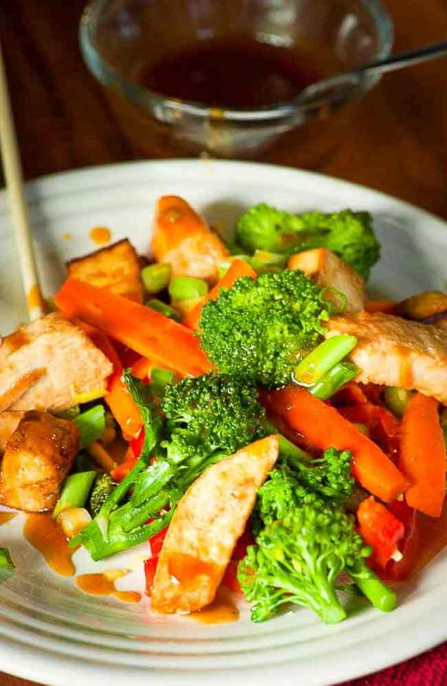 Vegetable stir fry with chicken.