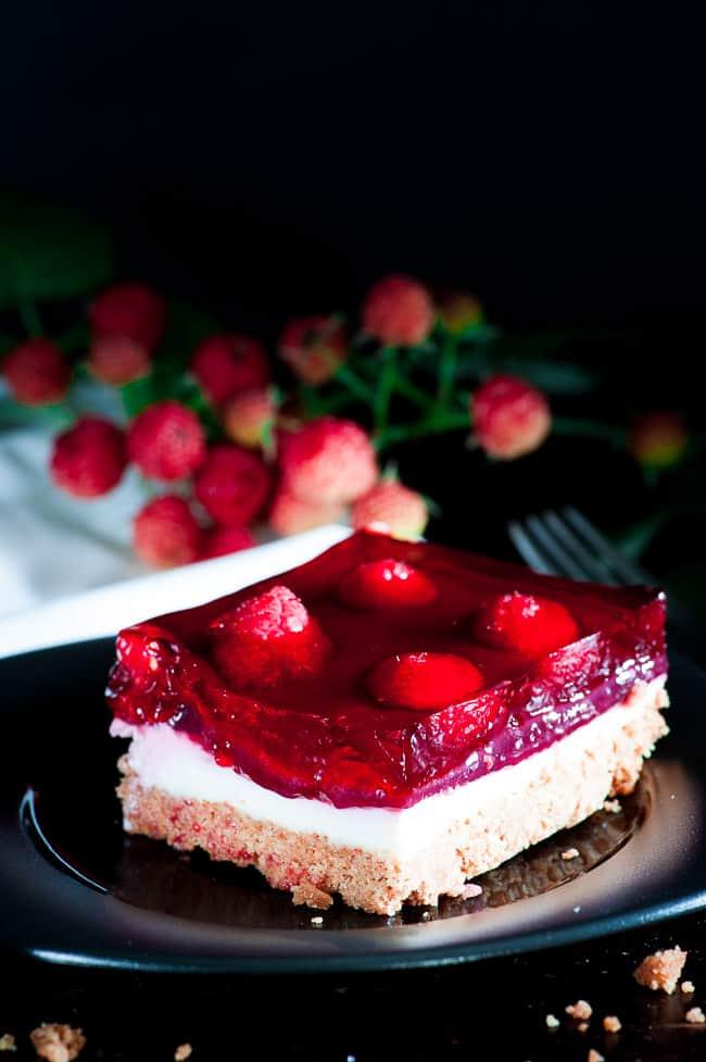 Raspberry cream cheese dessert. Tasty dessert for any summertime picnic. | joeshealthymeals.com