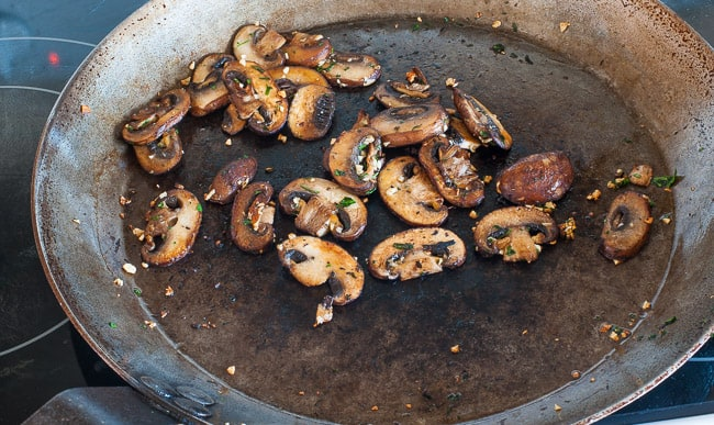 Caramelized onion crostini with mushrooms. Perfect appetizer for holidays, bowl games, NFL playoffs and the Super Bowl. | joeshealthymeals.com