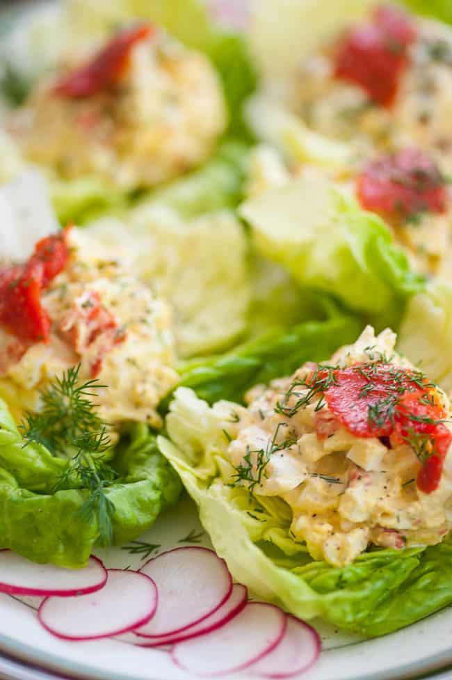 Yummy Smoked salmon egg salad lettuce wraps. | joeshealthymeals.com