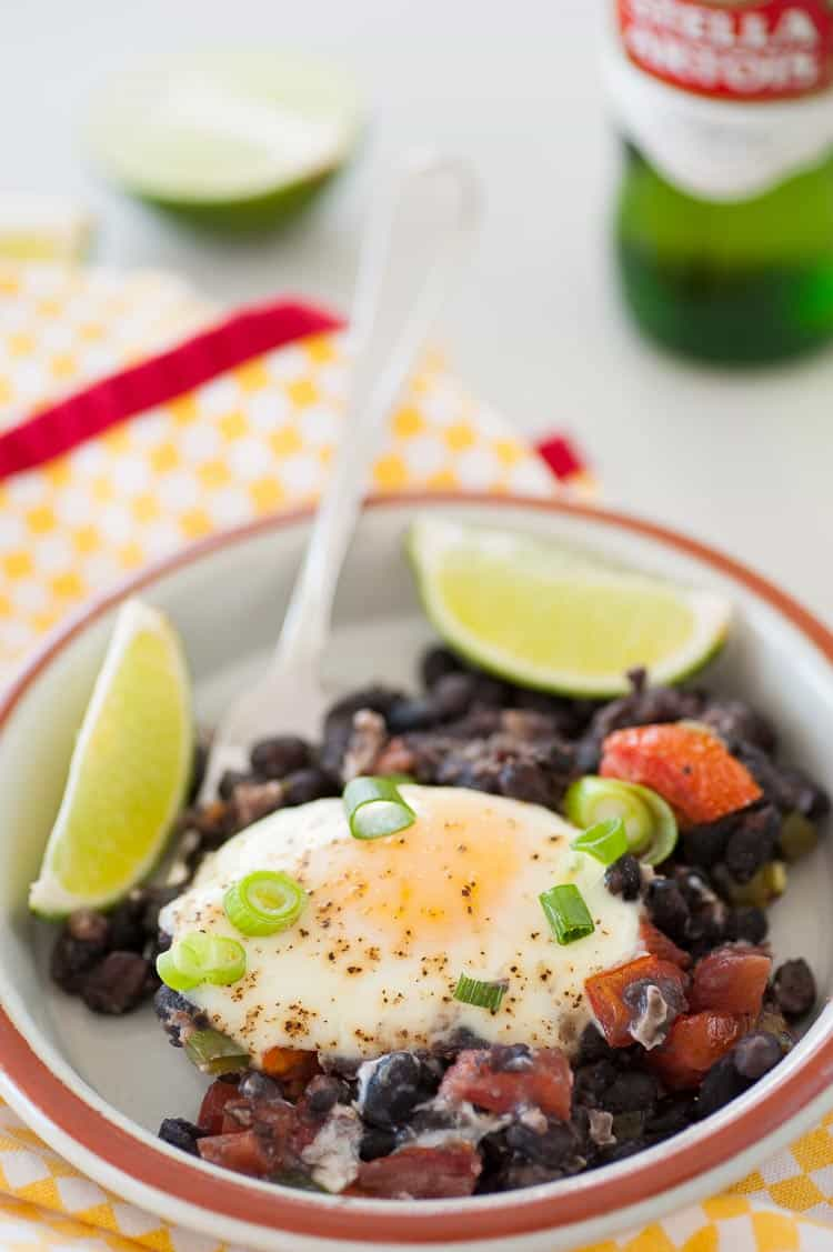 Easy black beans rancheros is a perfect breakfast which has loads of protein and staying power to get you through the day. | joeshealthymeals.com